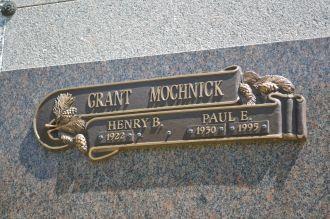 Paul E Mochnick gravesite