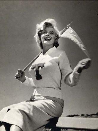 Marilyn Monroe, Cheerleader