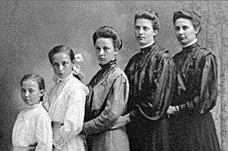 Bertha, Julia, Elizabeth, Isabel, & Katherine Weber, 1905
