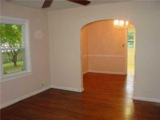 Clayson Dell Amos living room