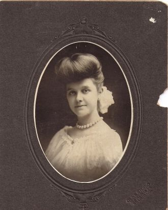 Estrella Macklin