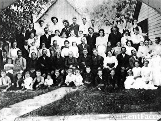 David Daulton Martin Family Reunion 1910