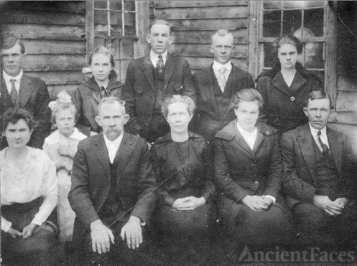 John & Lora Hamilton Family abt. 1918