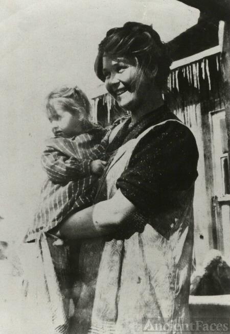 Nina Belle (Swift) & Harriet Harrison, IA