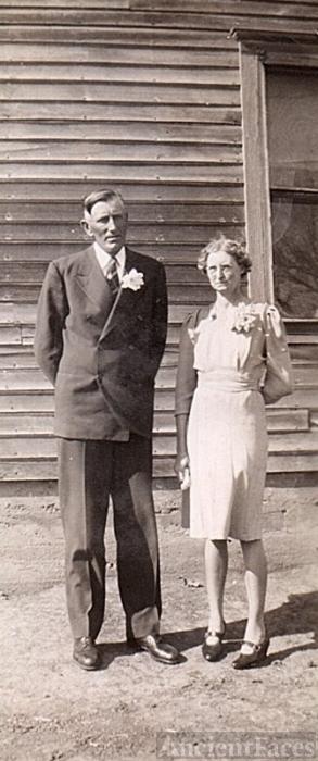 William & Hattie (Kirchoff) Dettmer, 1943