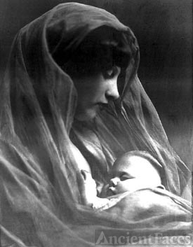 Dorothy Ferguson Kroetch with Baby Elaine Kroetch