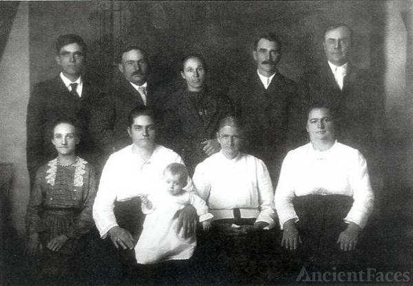 Elizabeth Sterkel Kahler Siblings & Spouses
