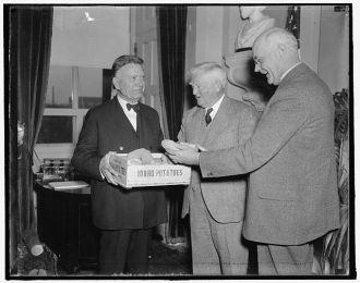 Idaho spuds presented to vice president. Washington,...
