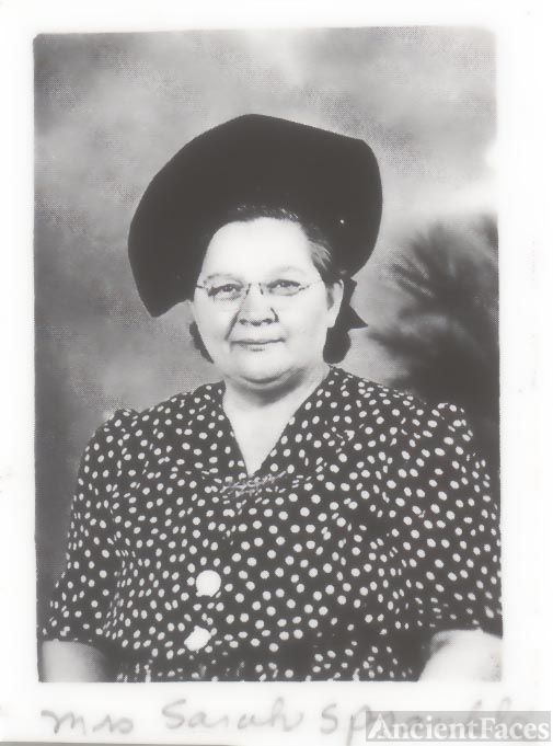 Lady with hat & glasses
