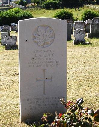 Douglas Ainsworth Lott gravesite