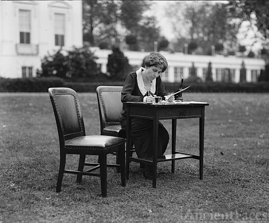 Mrs. Coolidge votes by mail, 1924