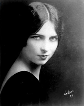 Early photo of Agnes Moorehead