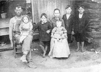 William & Emily Argo Family, 1915