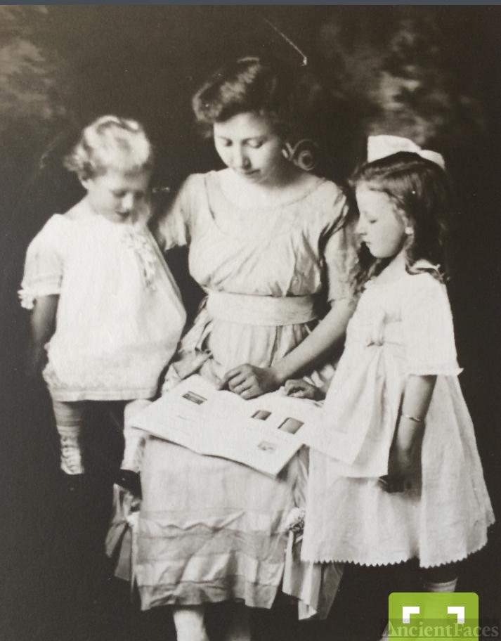 Carolyn, Gladis, and Viola Johnson
