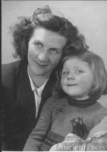 Elfriede & Mother