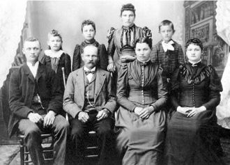 Peter & Theresia Dehn Family, Minnesota1895