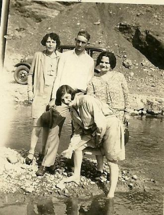 Jennie (Womack) Hill with unknown friends.