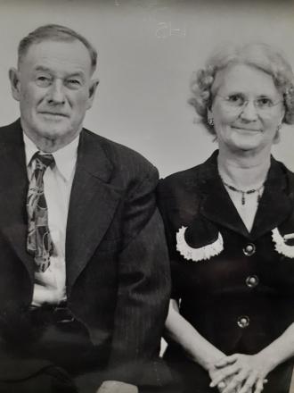 Edwin and Mary (Davis) Mills