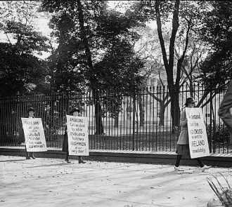 Irish pickets at White House