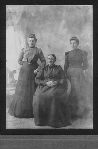 McIntosh mother and daughters