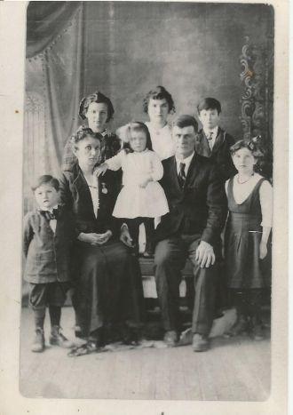 Hoyt Family, 1915 Nebraska
