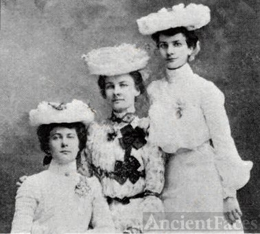 Margaret, Anna, & Jennie Deditz , Iowa