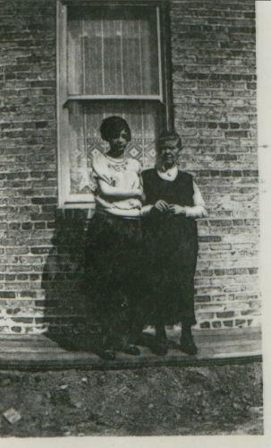 Anna  Heidke & Luise Anderson, Indiana 1925