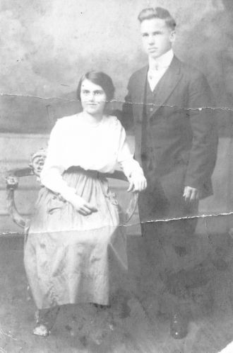 Lawrence & Blanche (Davis) Miller, 1917