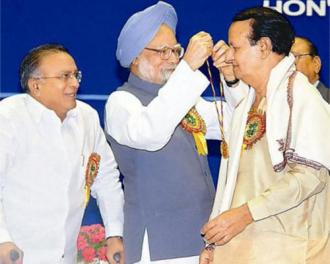 Dr. Manmohan Singh  ,Prime Minister honors Seshendra Sharma : 2005