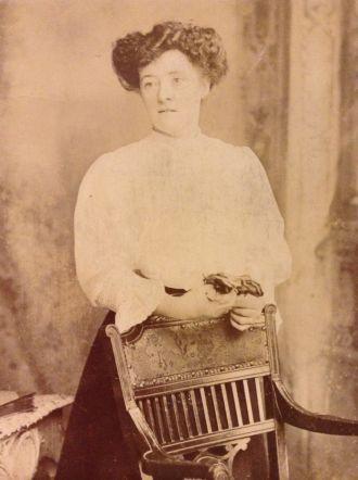 Bowen woman, 1800's ?