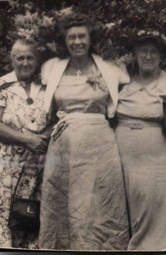 Chastun Sisters (Walker, DeRoche, Hansen)