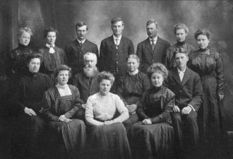 John & Anna (Jordan) Puetz Family, 1906