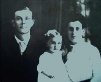 Elbert, Elsie (Enyart), & Fola Richardson