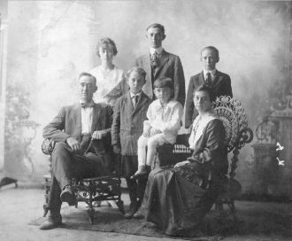 Marion S. Eubanks and family 1918
