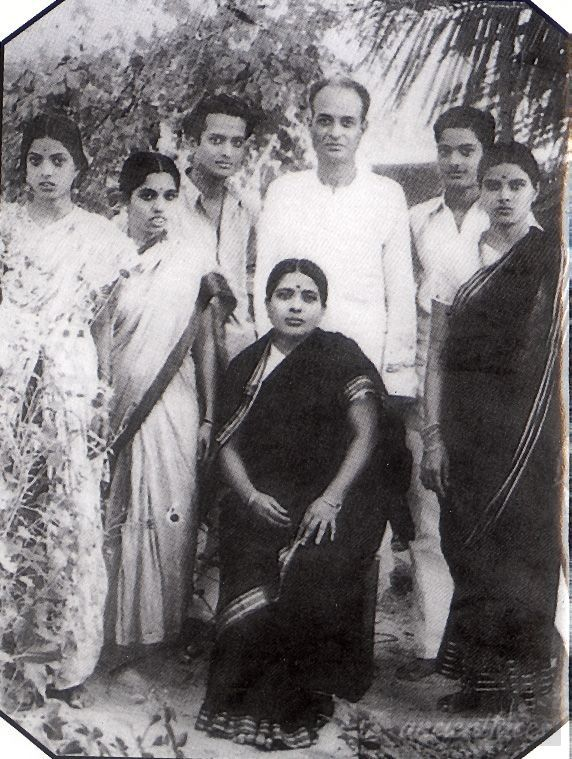 Seshendra Sharma with parents1949
