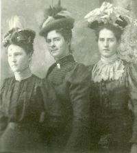 Mahon Girls, 1900
