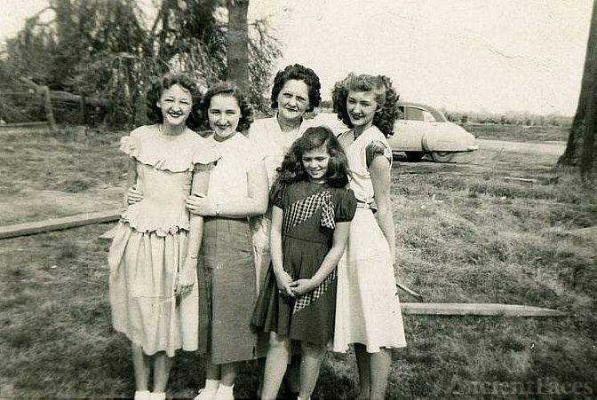 Great Grandma Flo and 4 Grand-Daughters