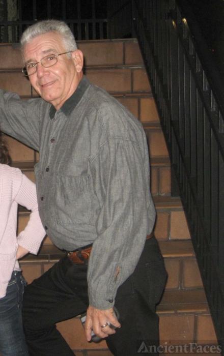 Rolando Flores