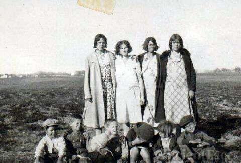 Tompkins Girls With Their Children