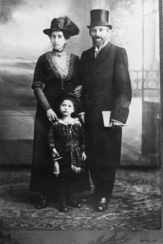 Tannenbaum family in 1920 Berlin