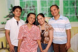 Balatayo family, Philippines 2006
