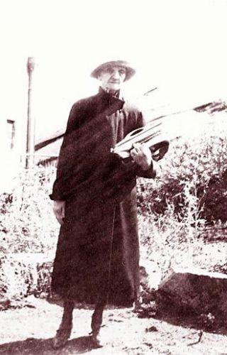 Gertrude Lewis Hoff