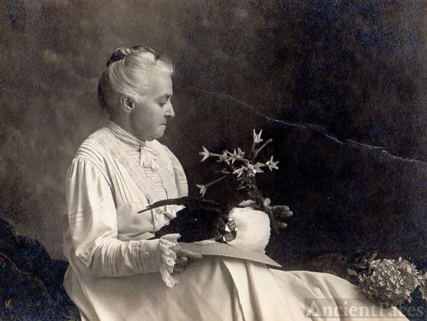 Anna (Kline) Moore Harmon, 1909 Iowa