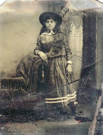 unknown Stout, Hyer, or Muenschenberg Woman