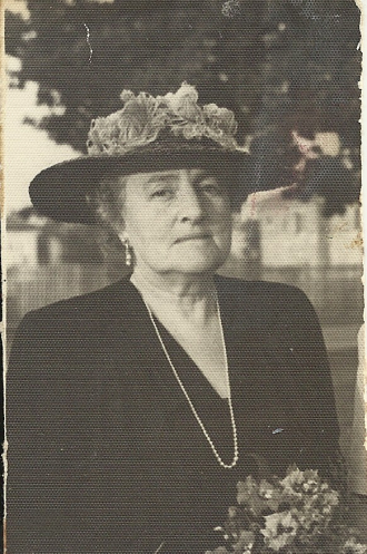 Doris Gertrude Peterson (Richards) Neill