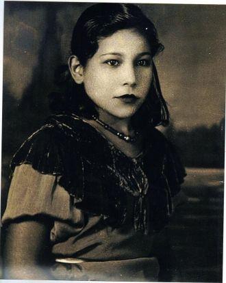 Elisa R Rios