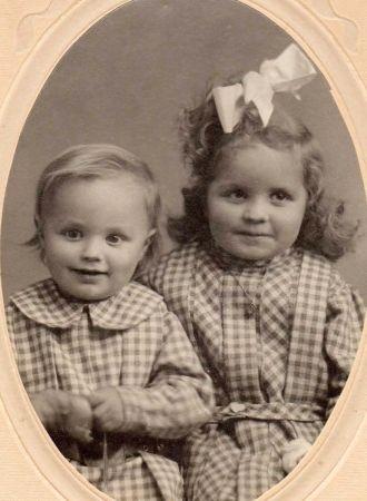 Tia and Beggi Thorlakson, 1909