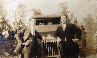Unknown men, Old Car