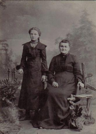 Katherina & Katie Neumann