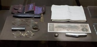 Contents of Abraham Lincoln's pockets
